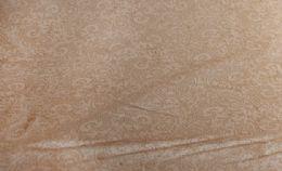 Spinkelt brunt mønster beige bund